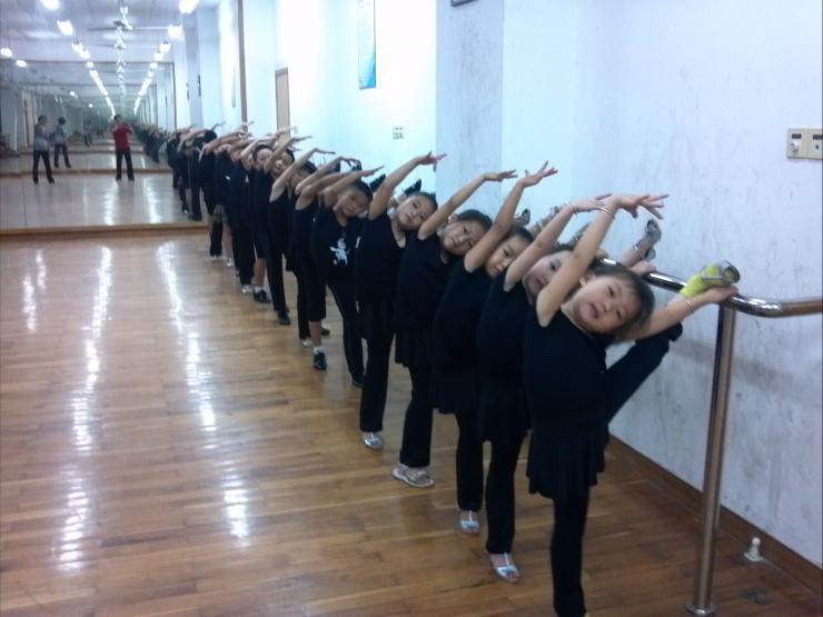拉丁舞教学启蒙是关键来红舞星学校体验